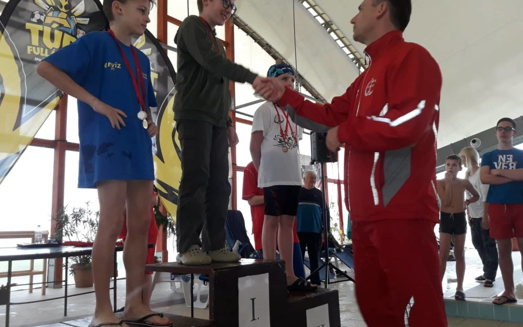 Öt város szakosztálya egy helyen – házi úszóverseny Karcagon